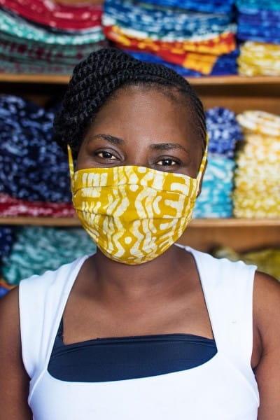 Corona-in-Afrika-Mama-mit-Maske